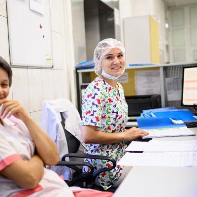 Медицинские сёстры обеспечивают комфортные условия для пациентов ННИИТО
