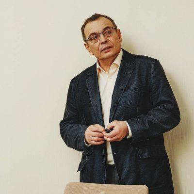 Школа-лекторий для пациентов по эндопротезированию суставов проводится под руководством д.м.н. Виталия Викторовича Павлова