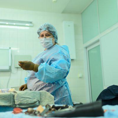 В оперблоке постоянно работают 24 сестры и 17 санитарок