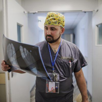 Врач травматолог-ортопед Василий Кузнецов специализируется на лечении голеностопного сустава и суставов стопы